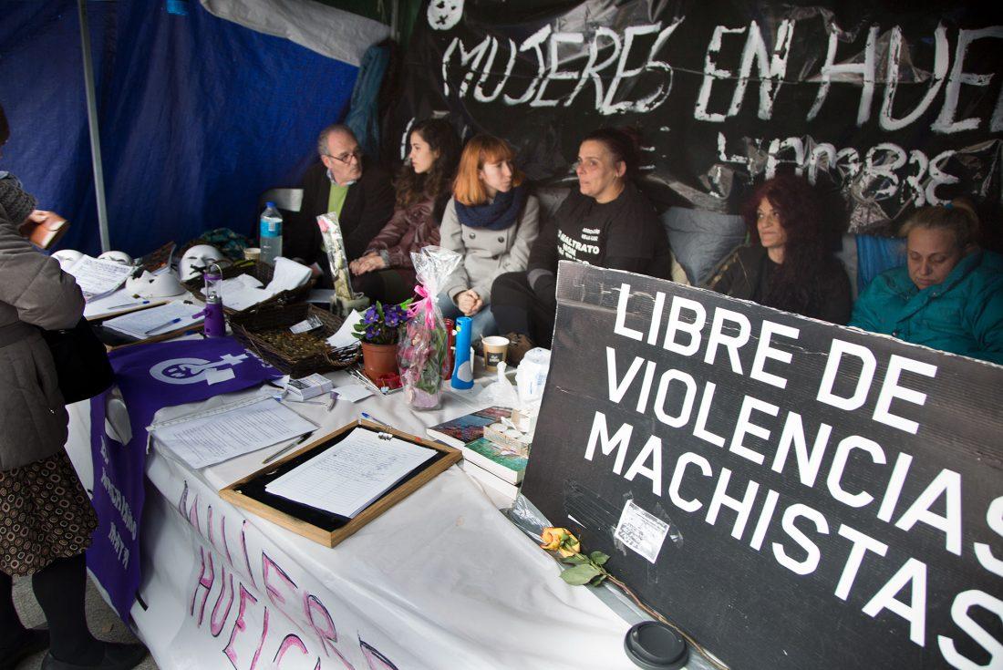 CGT apoya la huelga de hambre de las mujeres del Colectivo Velaluz en la Puerta del Sol de Madrid