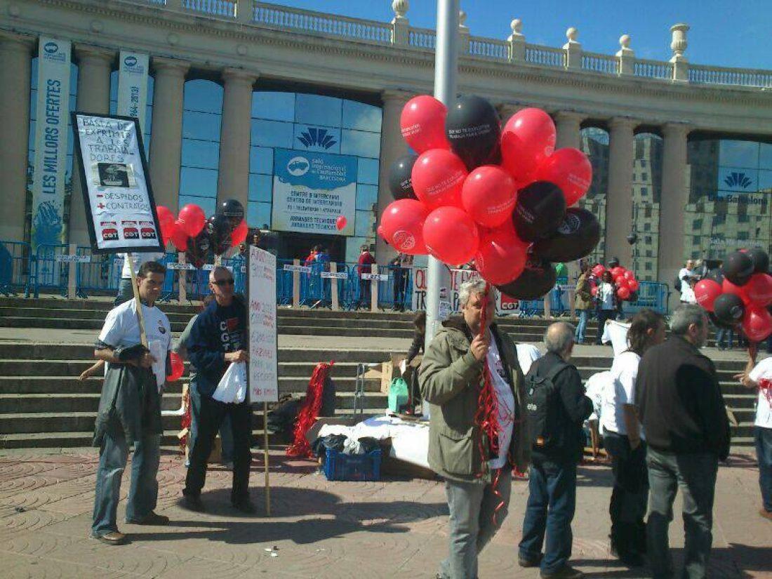 La Federación del Metal de la CGT (FESIM-CGT) se concentra ante el Salón del Automóvil para exigir soluciones a las repercusiones de la Industria 4.0