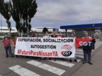 CGT se concentra contra el cierre de la planta de Nissan en Barcelona